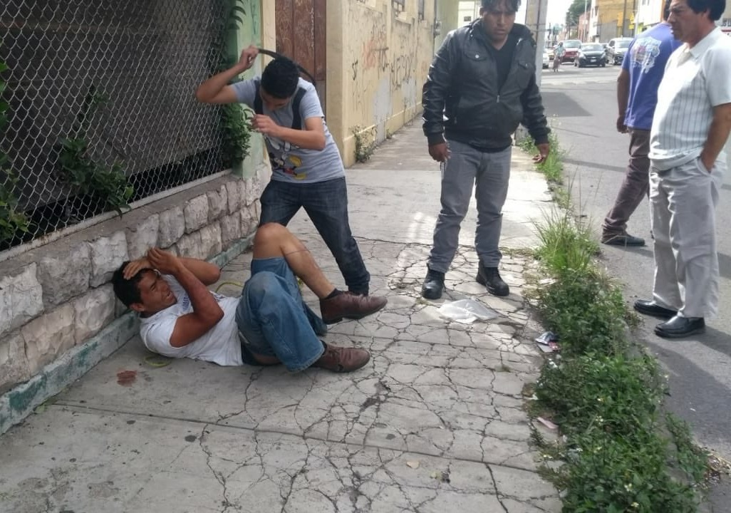 A cinturonazos golpean a presunto ladrón en Héroe de Nacozari