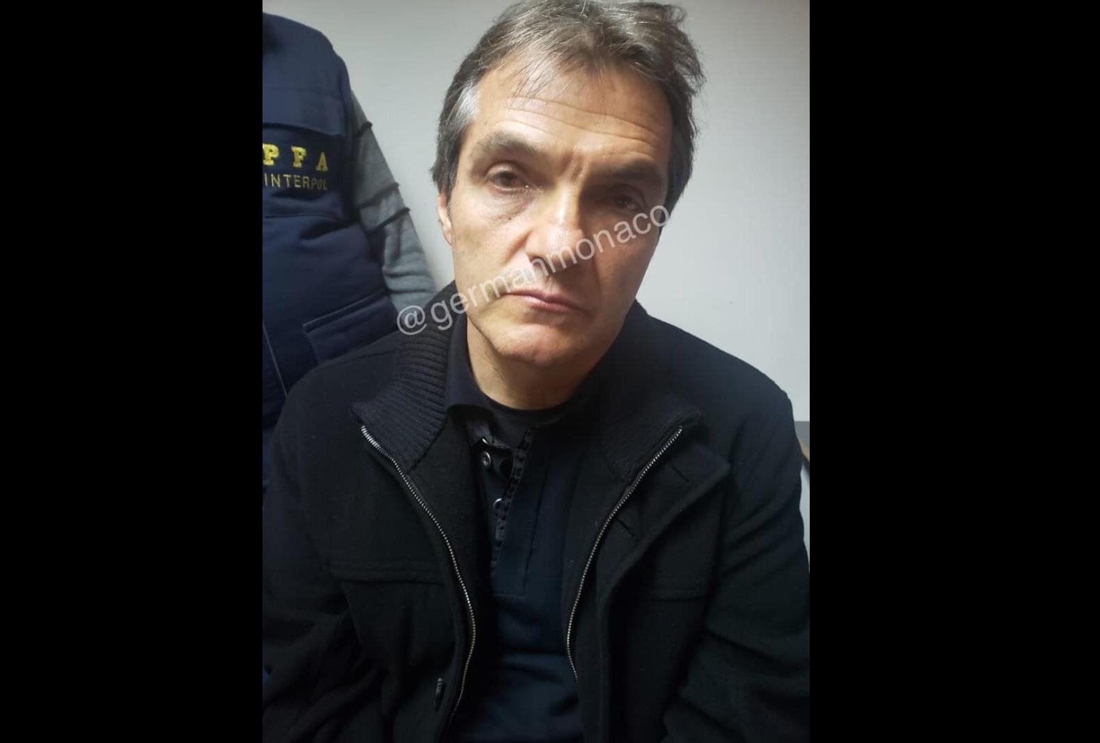 Detienen a Carlos Ahumada en aeropuerto de Buenos Aires