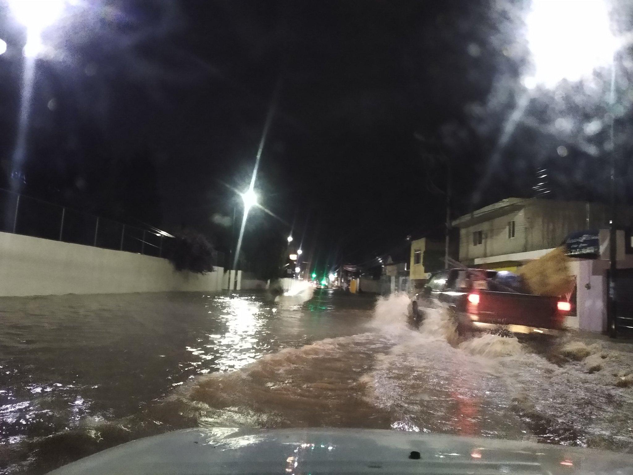 Tromba inunda calles de San Andrés y San Pedro Cholula