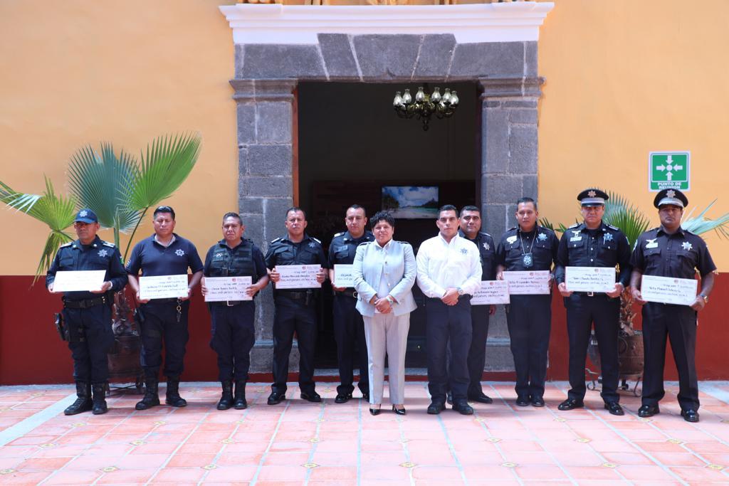 Entrega Pérez Popoca incentivos económicos a policías