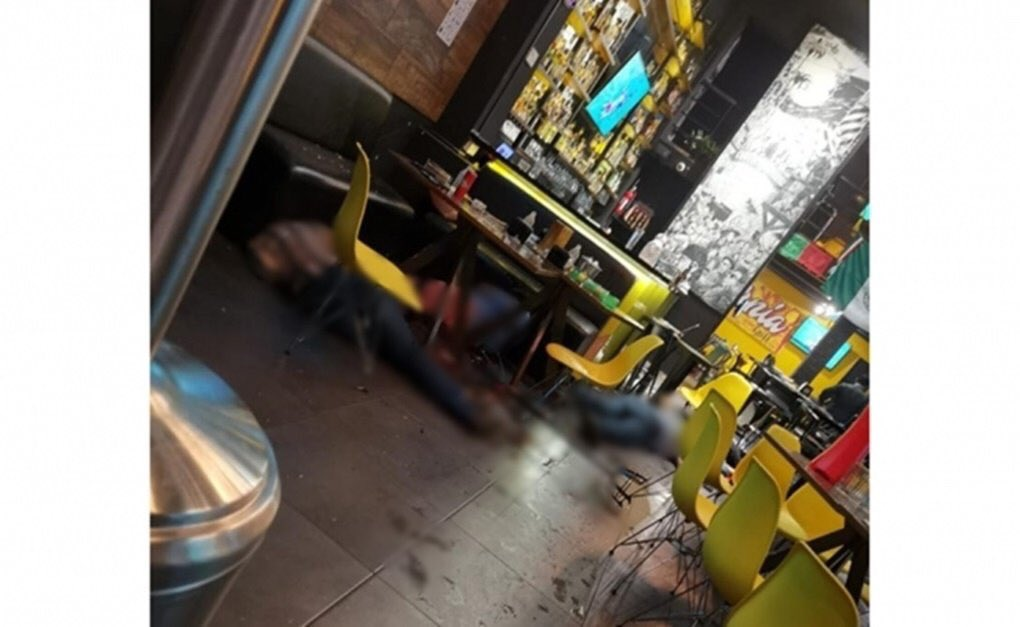 VIDEO Comando ejecuta a cuatro hombres en bar de Uruapan