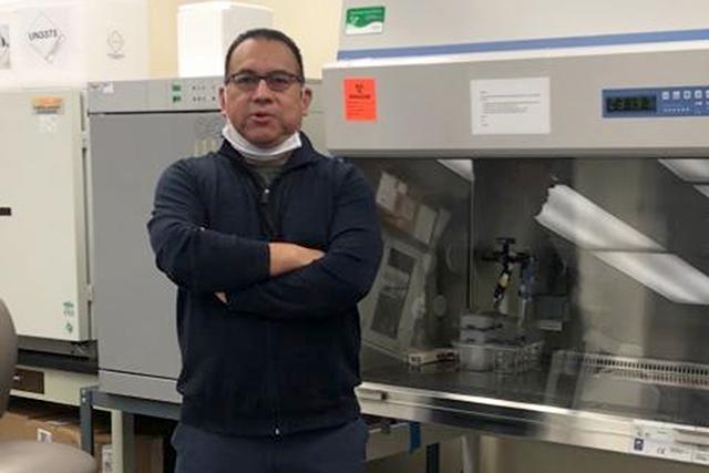 Egresado de la BUAP, pionero en la  microbiota intestinal