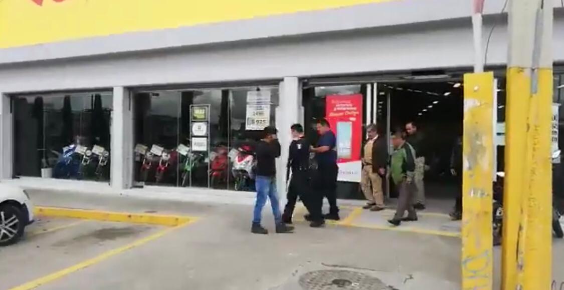 Asaltan Elektra de Castillotla y se llevan botín de 85 mil pesos