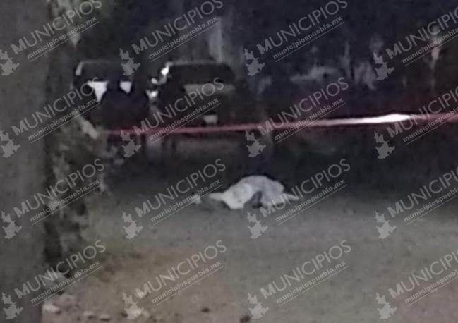 Ejecutan desde auto en movimiento a transeúnte en San Pedro Cholula
