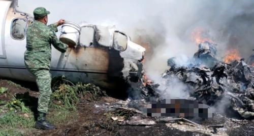 VIDEO Cae aeronave de la Sedena en El Lencero, Veracruz; hay víctimas mortales