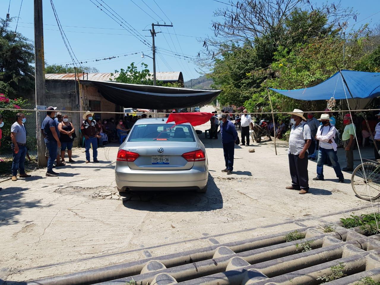 Actividades de Pemex daña carreteras en Venustiano Carranza