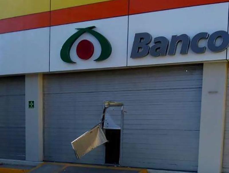 Roban tienda Elektra a metros de la comandancia en Acatzingo