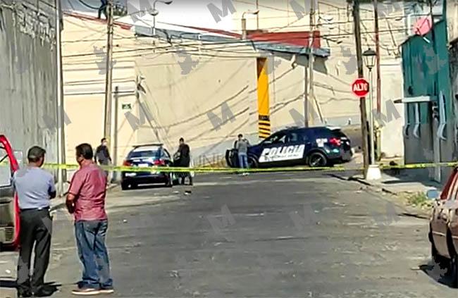 VIDEO Les dejan encobijado a calles de Casa Aguayo