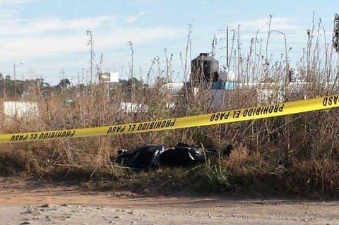 Hallan cadáver embolsado en Camino Real a San Jerónimo en Puebla