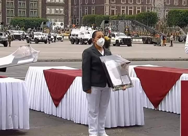 Enfermera de Zacapoaxtla recibió la medalla Miguel Hidalgo por cuidar enfermos Covid