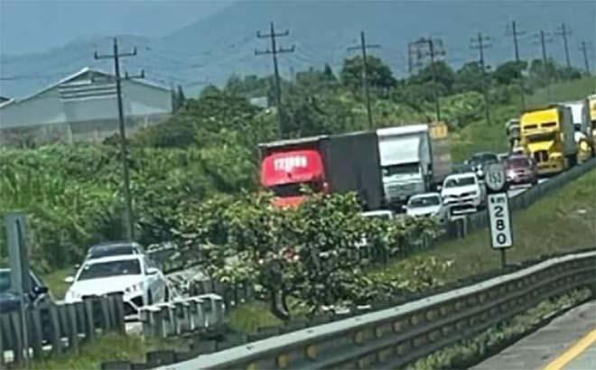 Asaltan a decenas de transportistas en la autopista Puebla-Orizaba