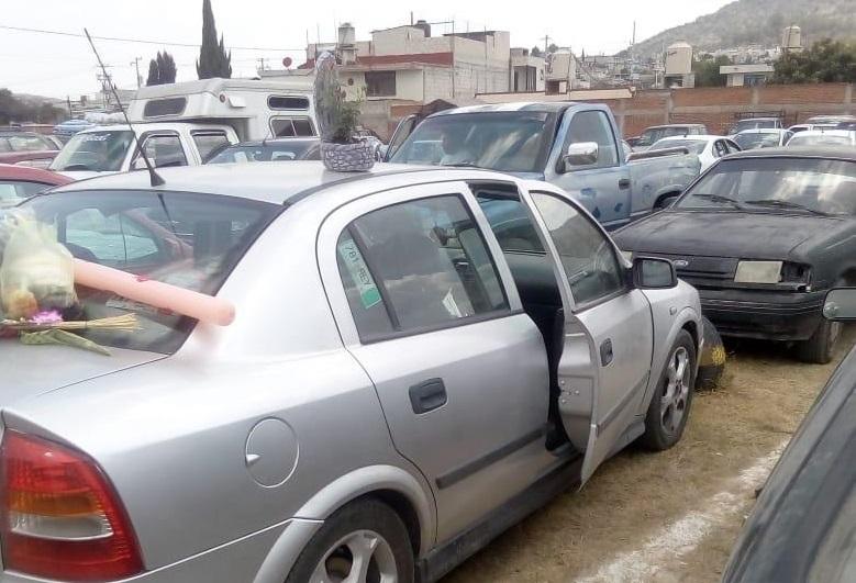 Abren autos en estacionamiento del mercado municipal de Amozoc