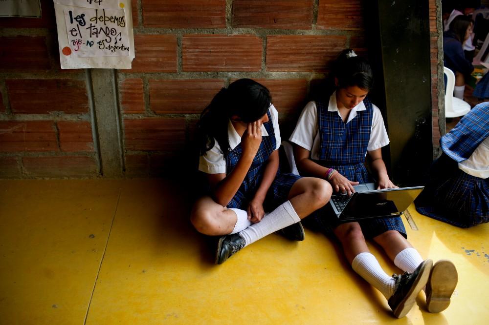 VIDEO Karina Pérez Popoca ofrece becas a mujeres para terminar preparatoria