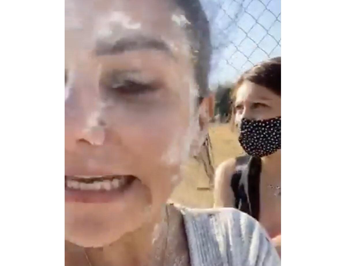 VIDEO No es harina, es cocaína: se burlan de Nay Salvatori tras cubetazo