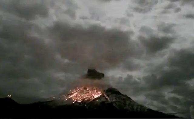 VIDEO Captan impresionante explosión del Popocatépetl