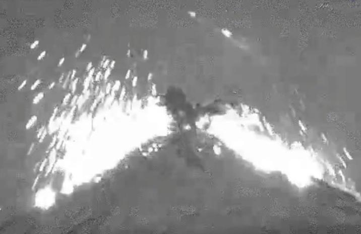 VIDEO Registran otra explosión de madrugada en el Popocatépetl