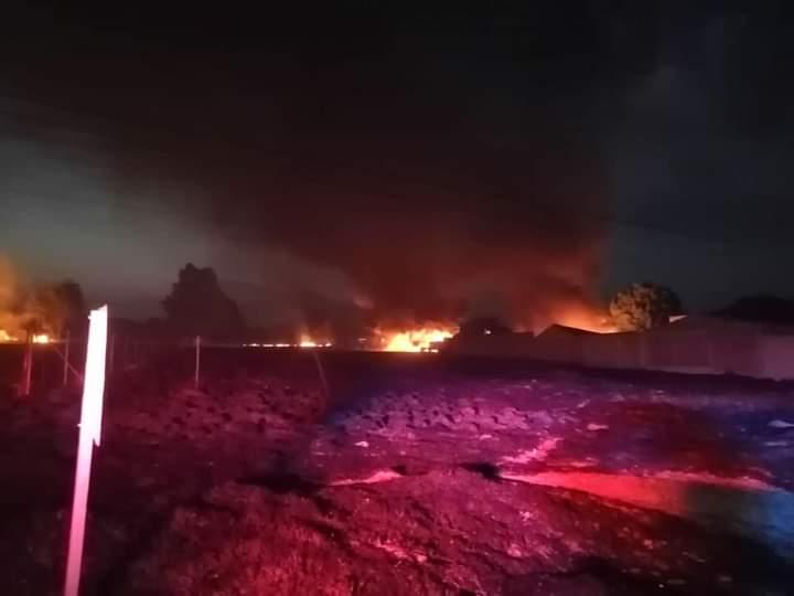 Por incendio cercano a gasera de Acajete cierran circulación