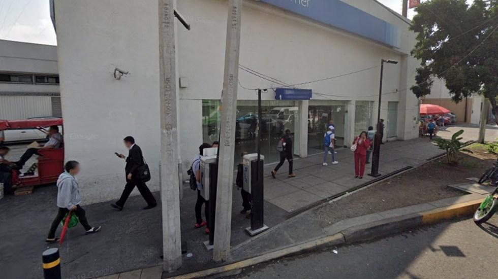 Con cinturón bomba amenazan a cajera y roban 10 mdp en Bancomer
