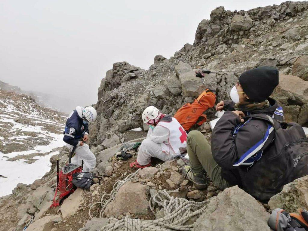 Logran rescatar el cuerpo del alpinista de Puebla en el Iztaccíhuatl