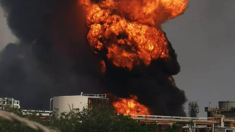Reportan incendio en la refinería de Lázaro Cárdenas en Minatitlán, Veracruz