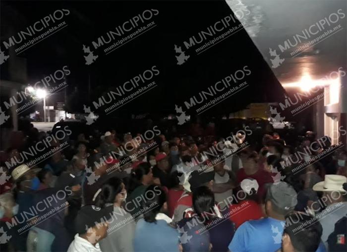 Pobladores denuncian fraude en la adquisición de viviendas en Tecamachalco