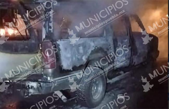 Se calcina camioneta en la México-Tuxpan en Huauchinango