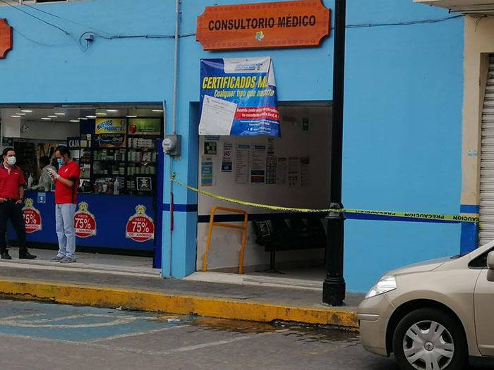 Mujer se desploma y muere en farmacia del doctor Simi en Huauchinango