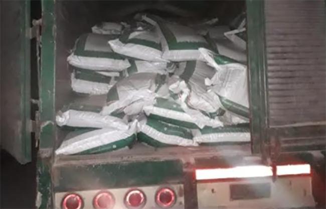 Confiscan fertilizante que serían repartido en campaña por edil de Chiconcuautla