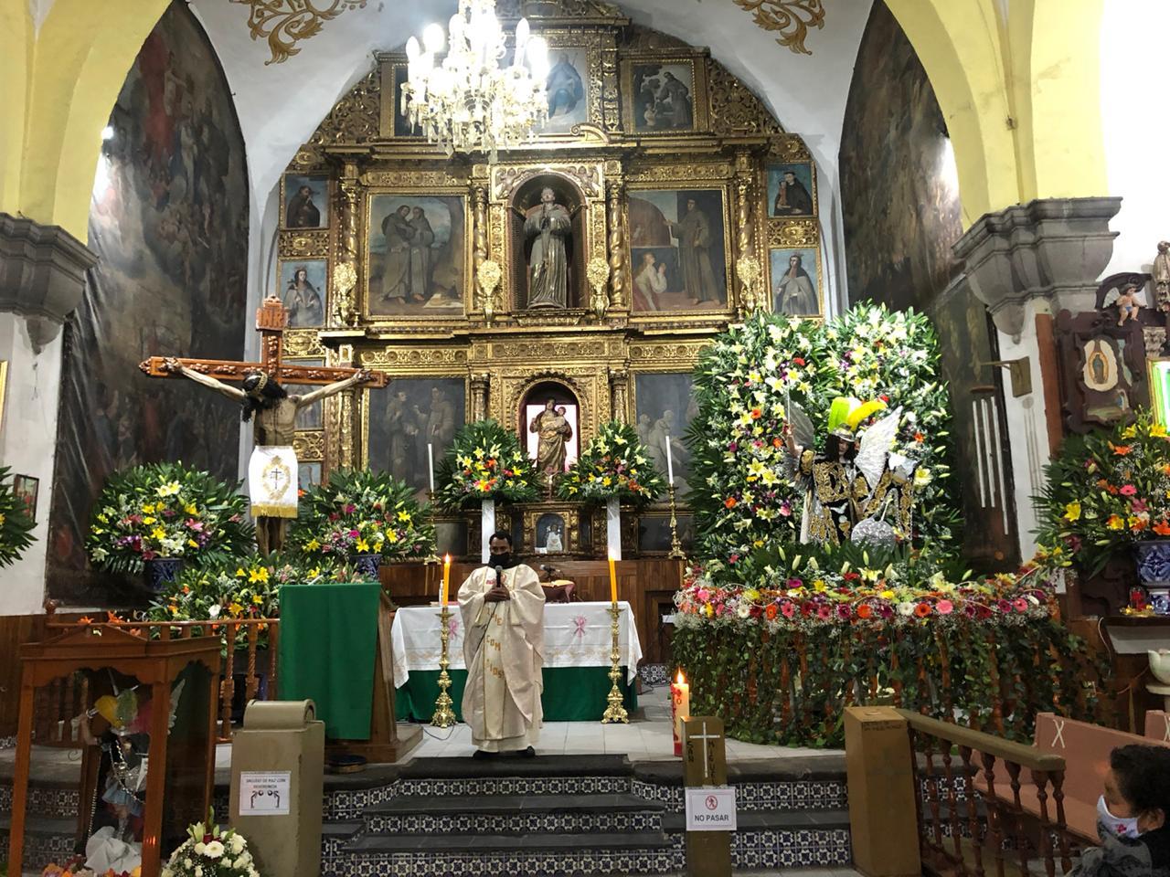 Restringen acceso a fieles durante festejos de San Miguel en Huejotzingo