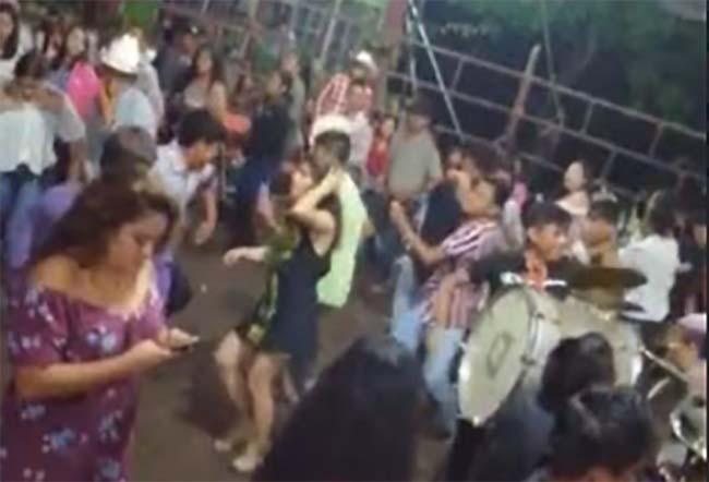 Líder cañero hace fiestas en Tilapa sin importarle el Covid
