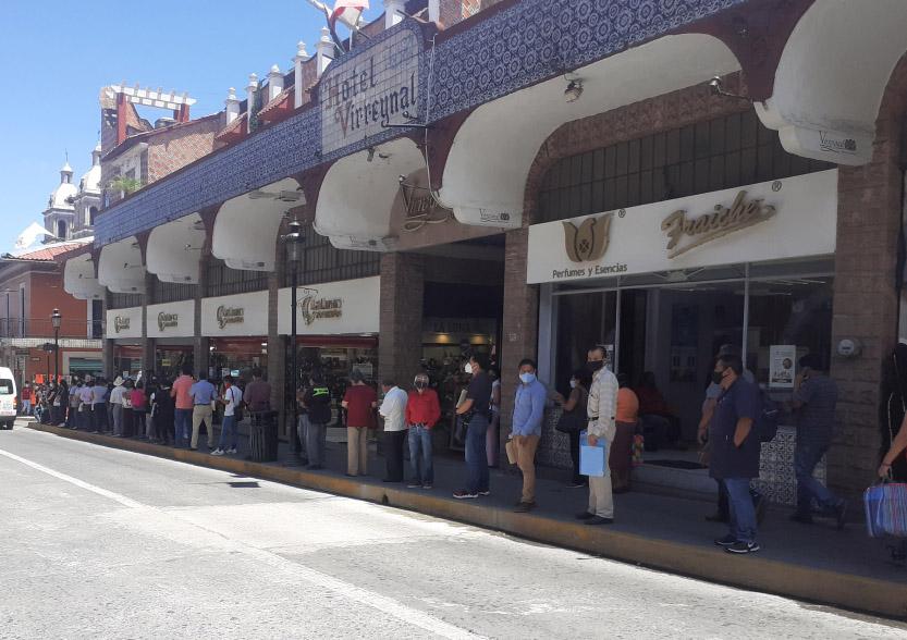 Comercios del centro de Tezuitlán relajan medidas sanitarias
