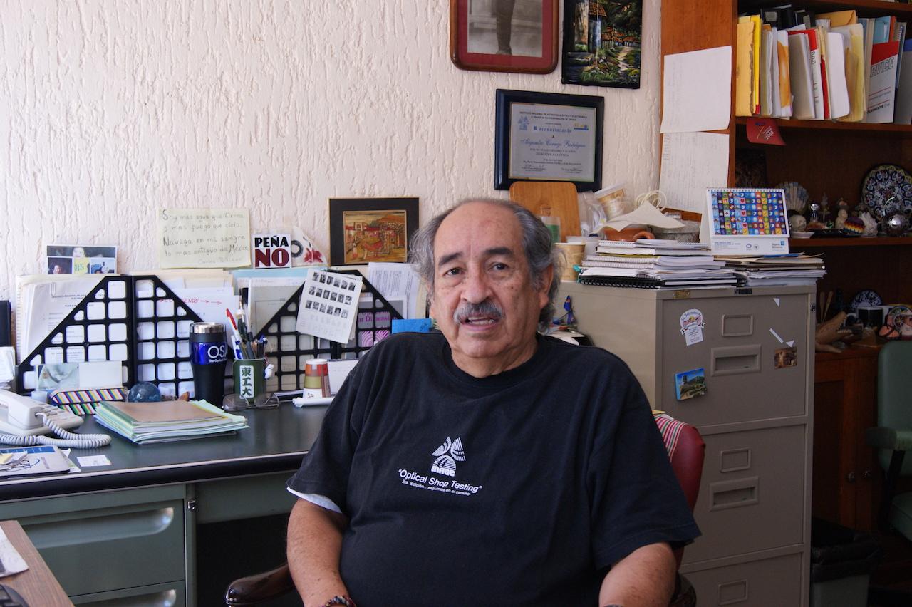 INAOE reconocen a Alejandro Cornejo Rodríguez por su aporte a la ciencia