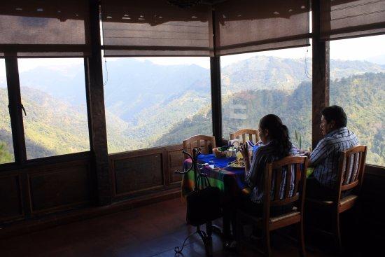 Clausuran restaurante El Mirador en Zacatlán por incumplir decreto