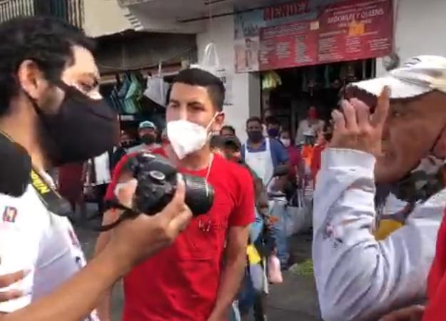 Agreden a fotógrafo en Atlixco durante zafarrancho de ambulantes