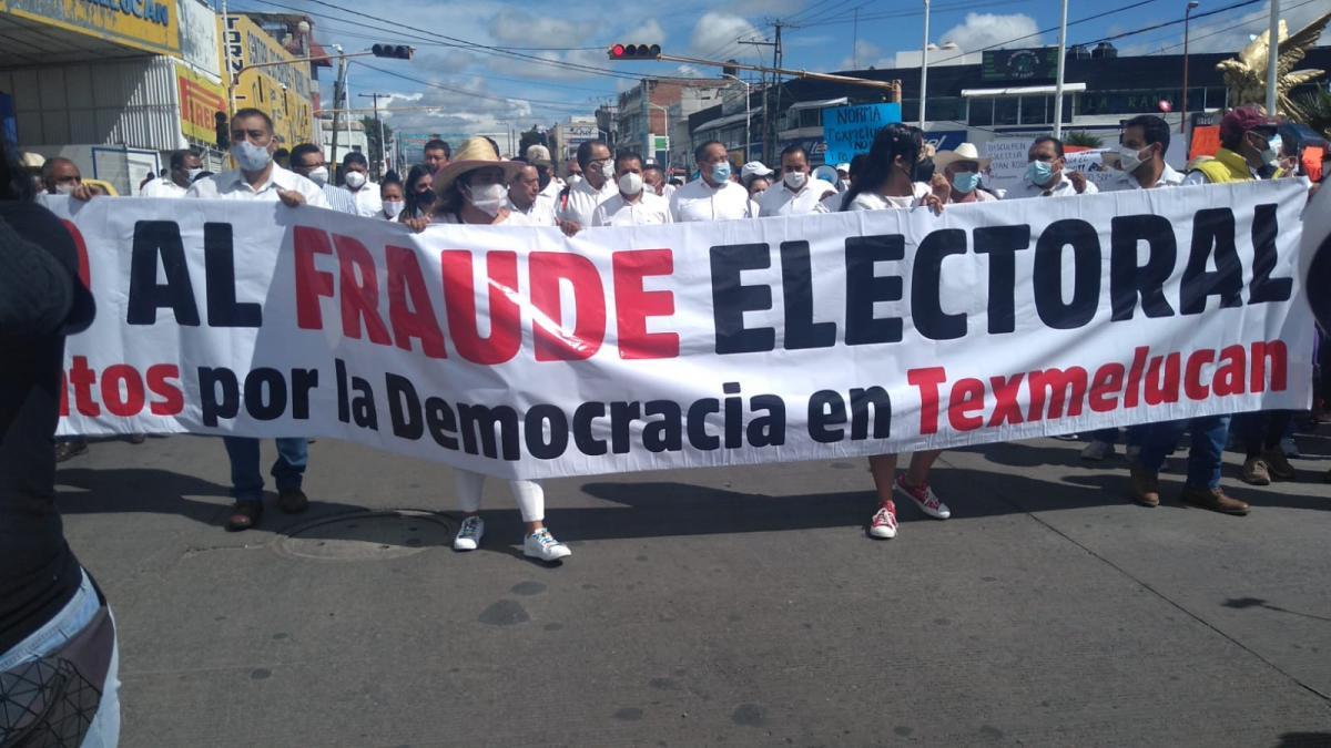 Ex candidatos marchan contra la reelección en Texmelucan