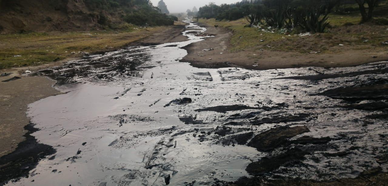 Alerta en Esperanza por fuga de petróleo