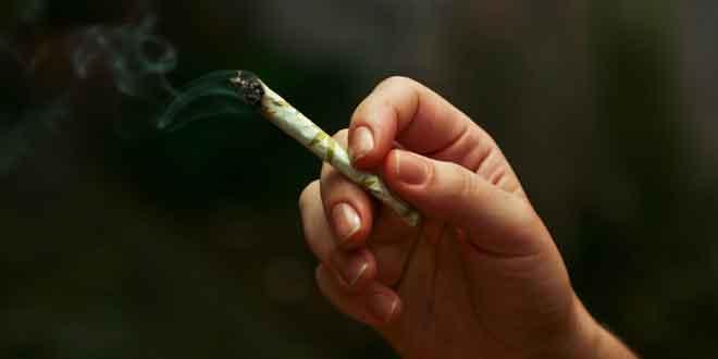 Detienen a 2 sujetos con presunta marihuana y cristal en Izúcar