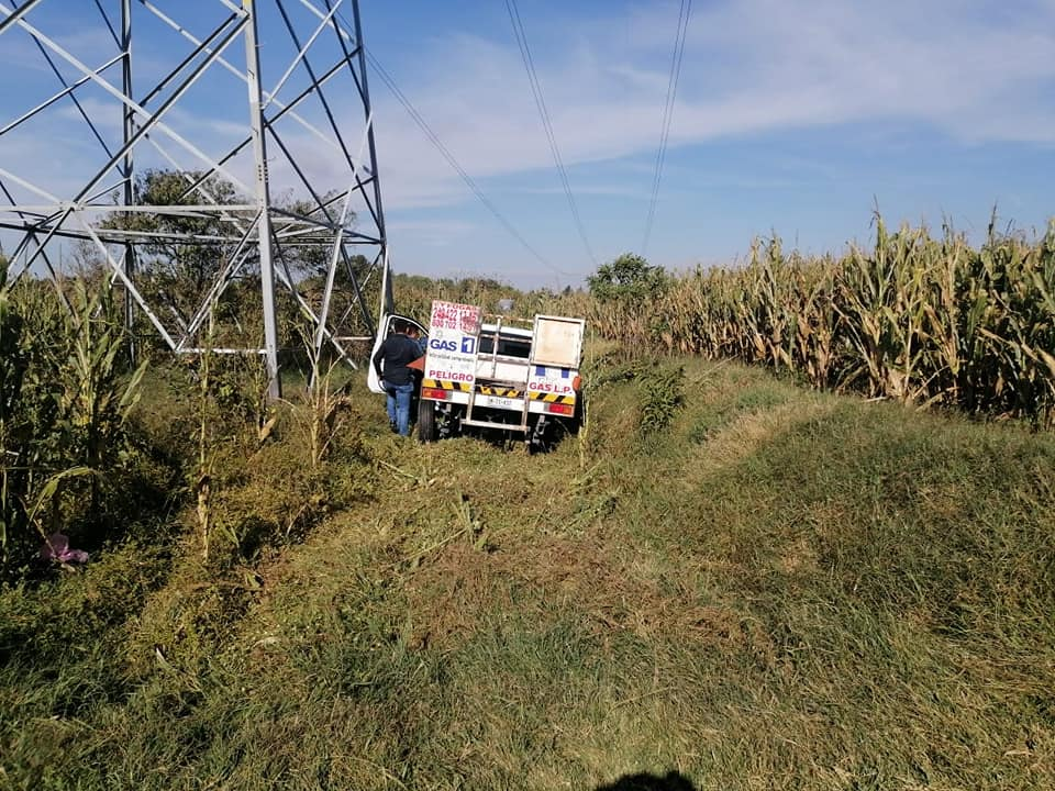 Dejan abandonada camioneta repartidora de gas LP en Tecamachalco