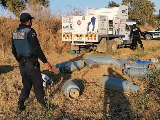 Roban camioneta con violencia y policía la recupera en Tlalancaleca