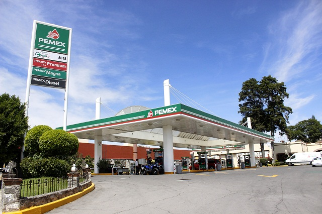 Por irregularidades, clausuran dos gasolineras en la capital