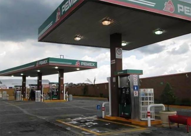 Hampones en moto asaltan gasolinera en Huejotzingo