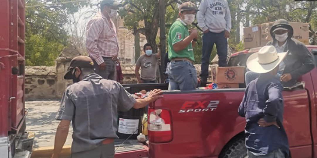 Gelasio Mendoza intercambia votos por cervezas en Huaquechula