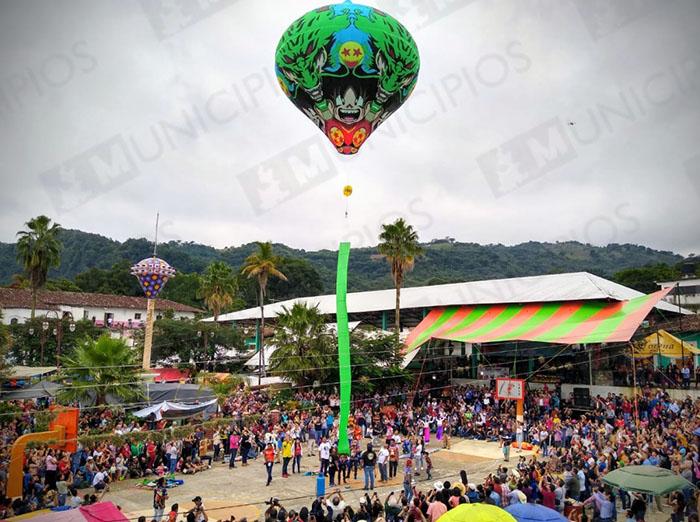 Festival de Globos reúne a miles en Tuzamapan