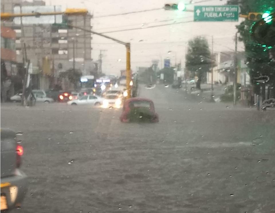 VIDEO Se inundan calles de Texmelucan tras granizada