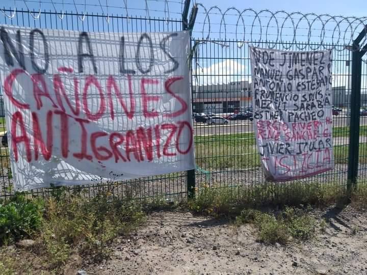 En protesta, queman milpas secas afuera de Granjas Carroll
