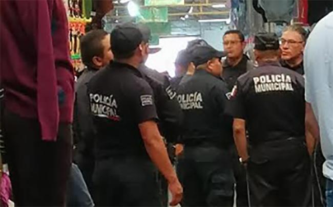 Grupos de choque en tianguis de Texmelucan alejan a compradores