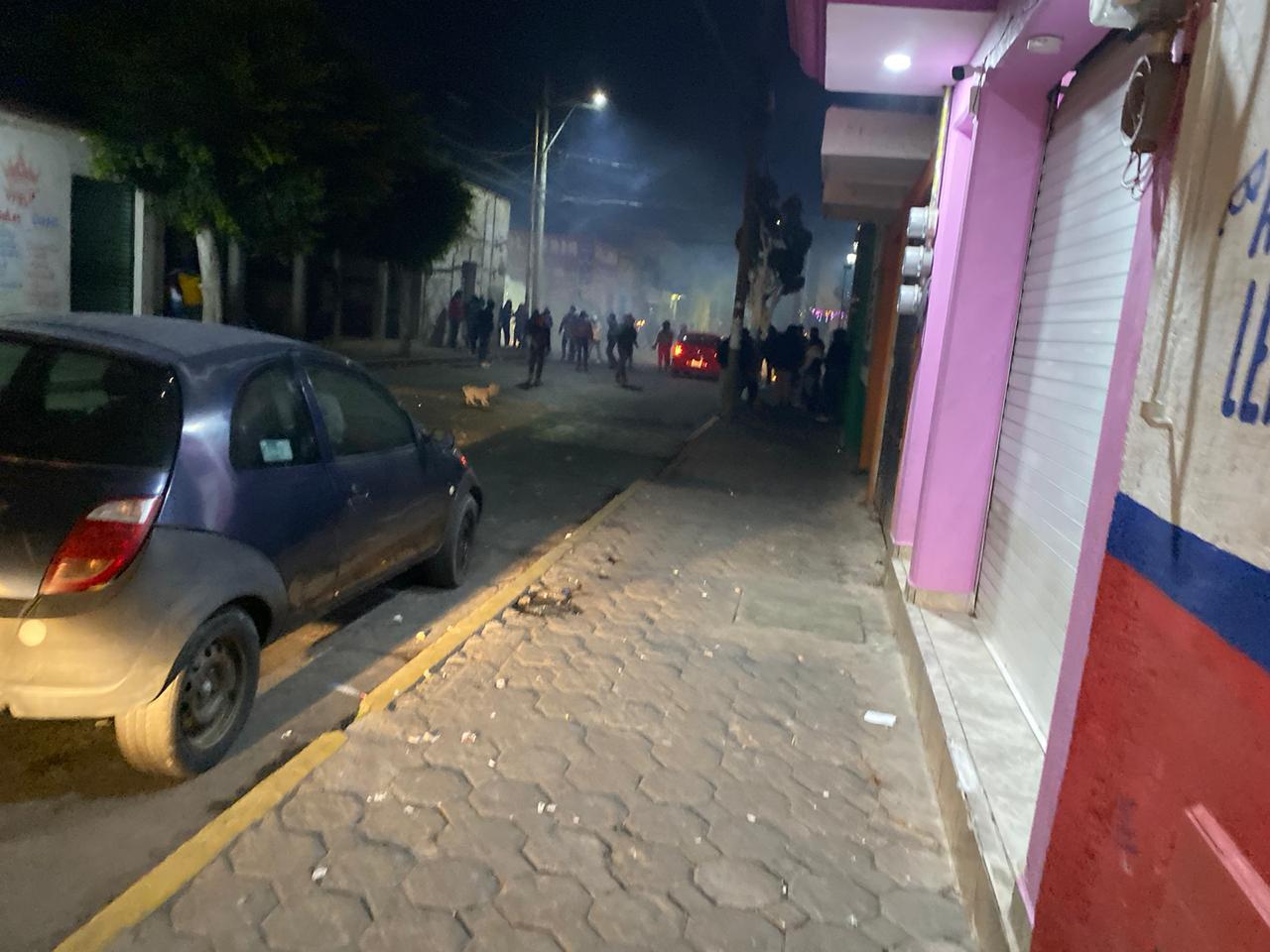 Durante guerritas con cohetes lesionan a 5 policías en Huejotzingo
