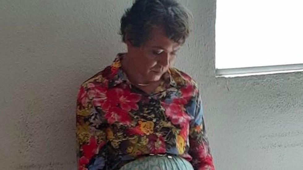 VIDEO Se viste de mujer para hacer examen de manejo de su mamá