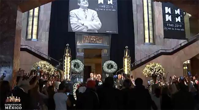 EN VIVO Rinden homenaje a José José en Bellas Artes
