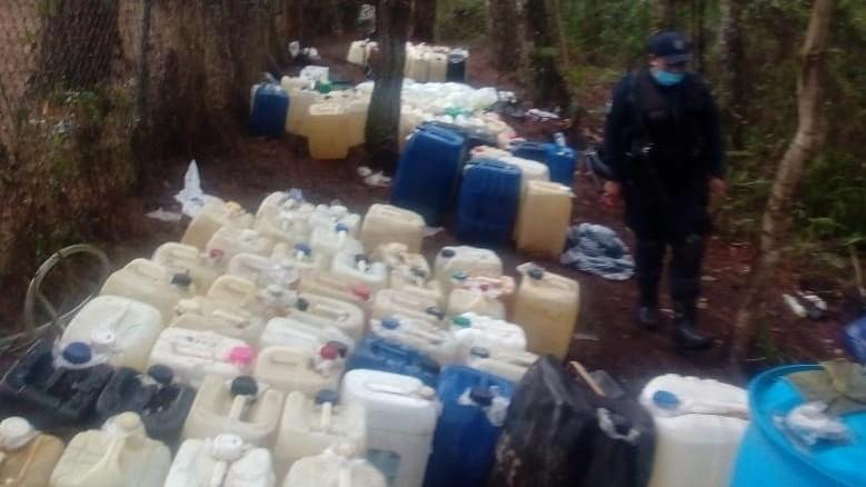 Semar decomisa decenas de contenedores en Huauchinango